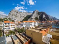 Spacious Apartment in Omis